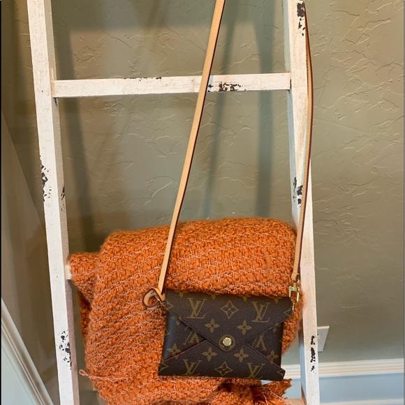 Louis Vuitton Handbags - HP💥LV Pochette Kirigami MM w/ LV strap